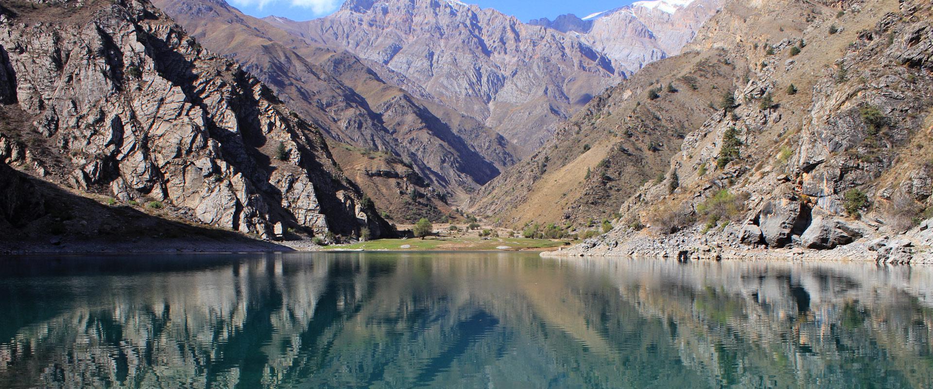 Mountain Lake Veres Vert